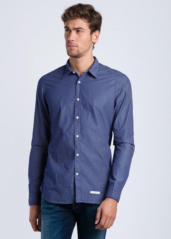 Camisa sport dibujo SLIM FIT con pliegue en espalda y coderas, color azul tinta, 100% Algodón.
