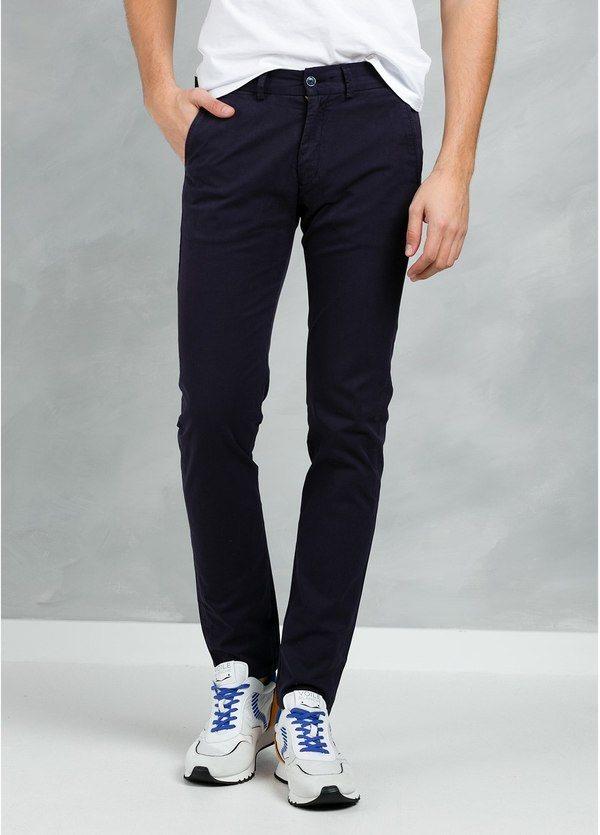 Pantalón Casual Wear, SLIM FIT micro textura color marino, 97% Algodón 3% Elastómero.