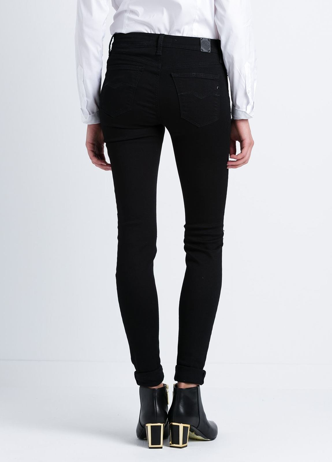 Tejano jegging modelo JOI con roturas en las rodillas color negro lavado denim. Algodón, Modal, Elastano. - Ítem3