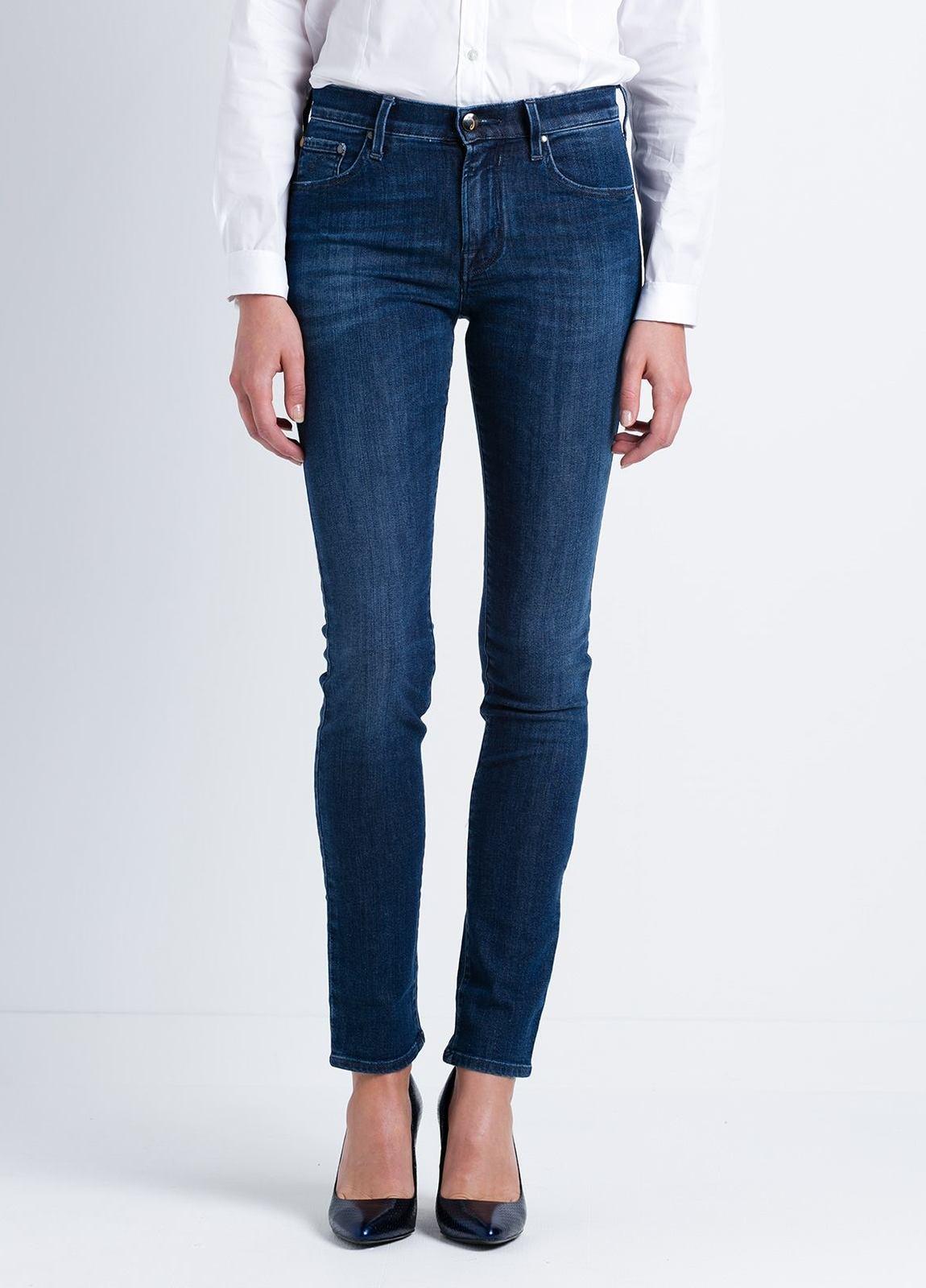 Pantalón tejano woman modelo KIMBERLY SLIM, color azul lavado.