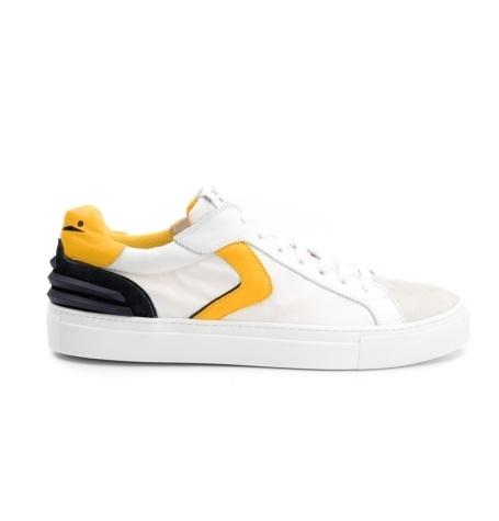 Bambas moda hombre modelo PORTOFINO POWER color blanco, detalle amarillo.