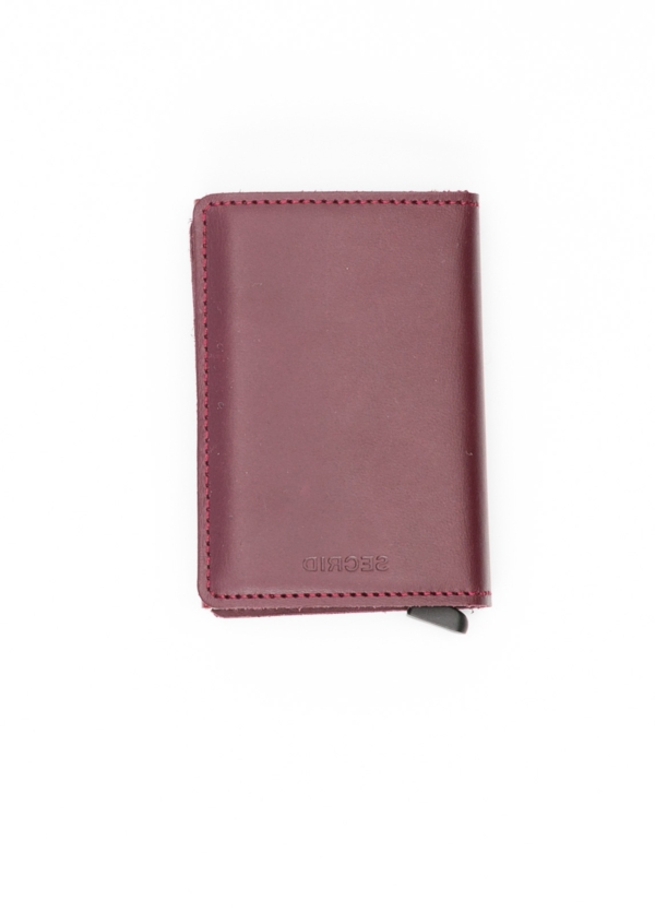 Secrid slim wallet color burdeos, con cardprotector de aluminio ultrafino.