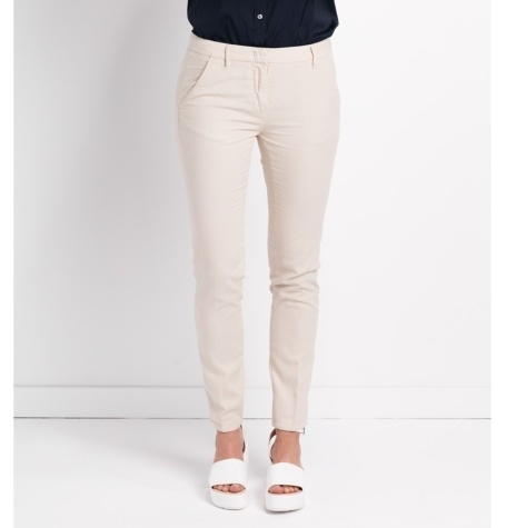 Pantalón slim fit modelo MARILYN, micro texturas color piedra.