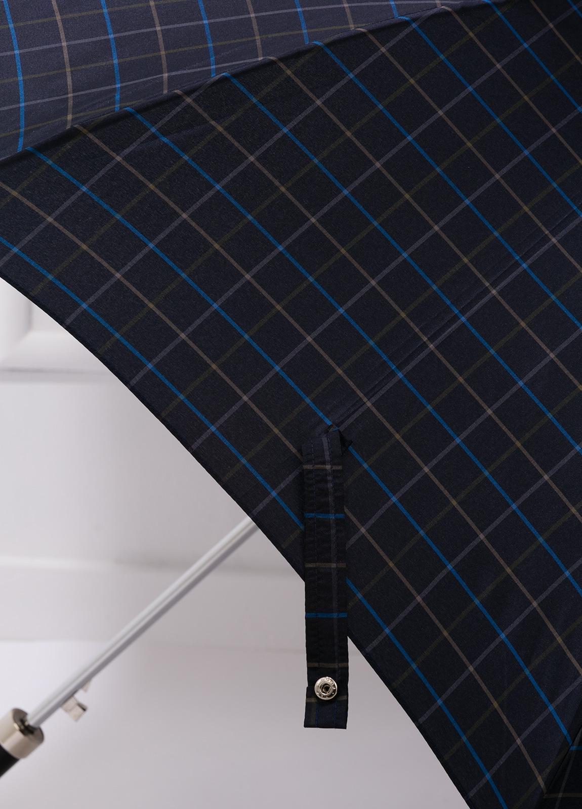 Paraguas con diseño de cuadros color azul marino y puño de madera. - Ítem1