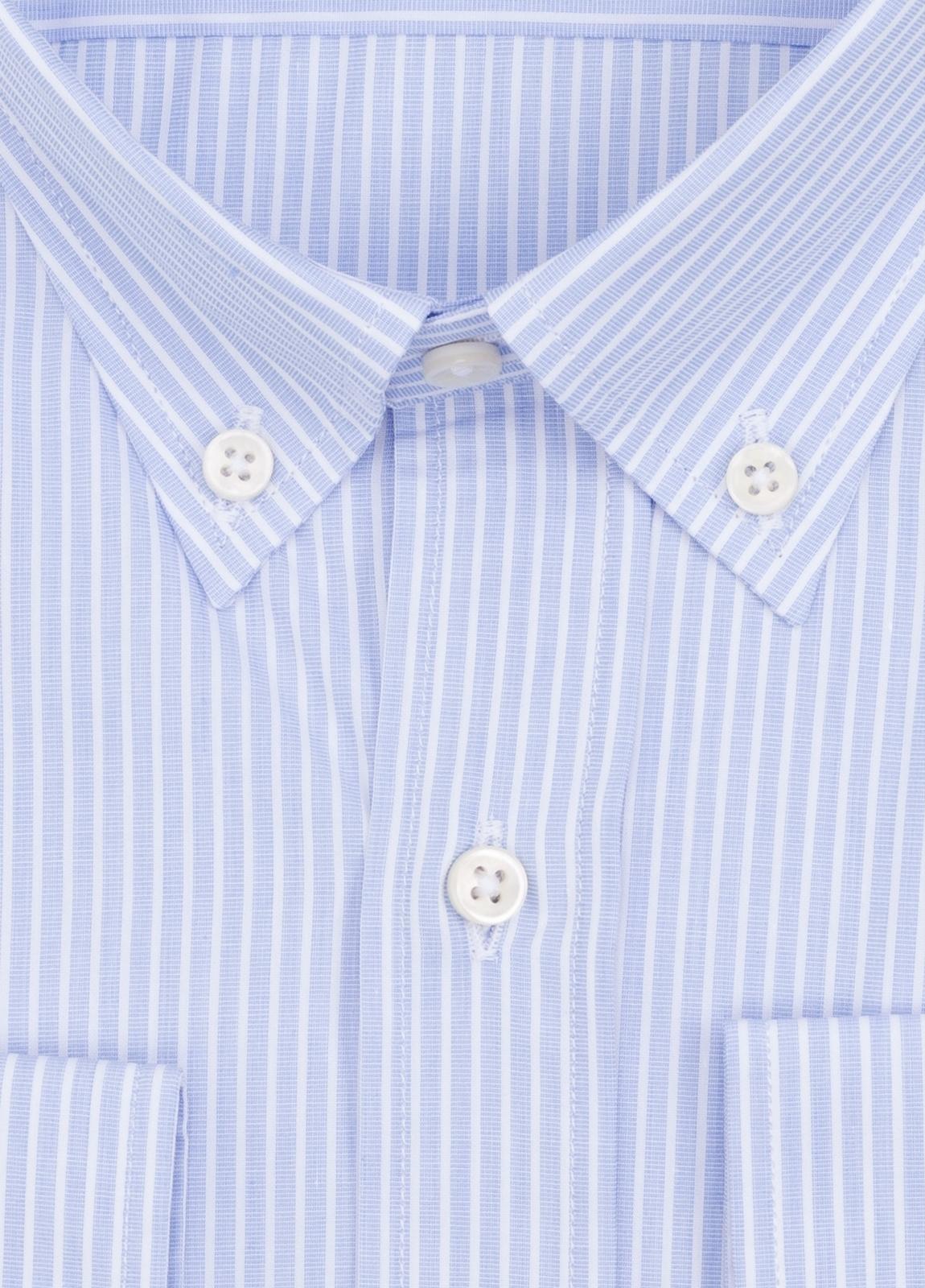 Camisa Formal Wear REGULAR FIT modelo BOTTON DOWN con diseño de rayas color azul. 100% Algodón. - Ítem1