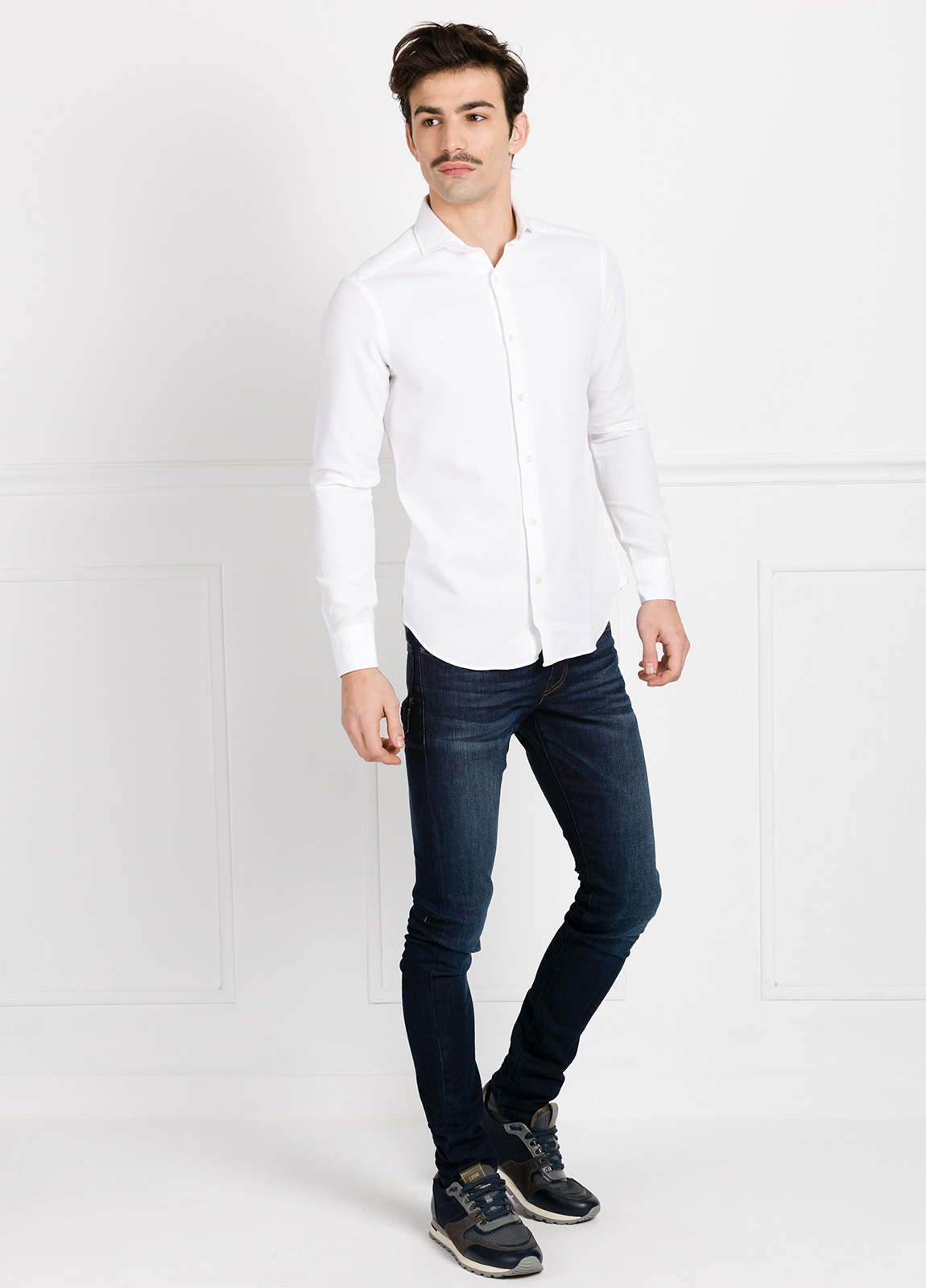 Camisa Leisure Wear SLIM FIT Modelo CAPRI color blanco nido de abeja. 100% Algodón.