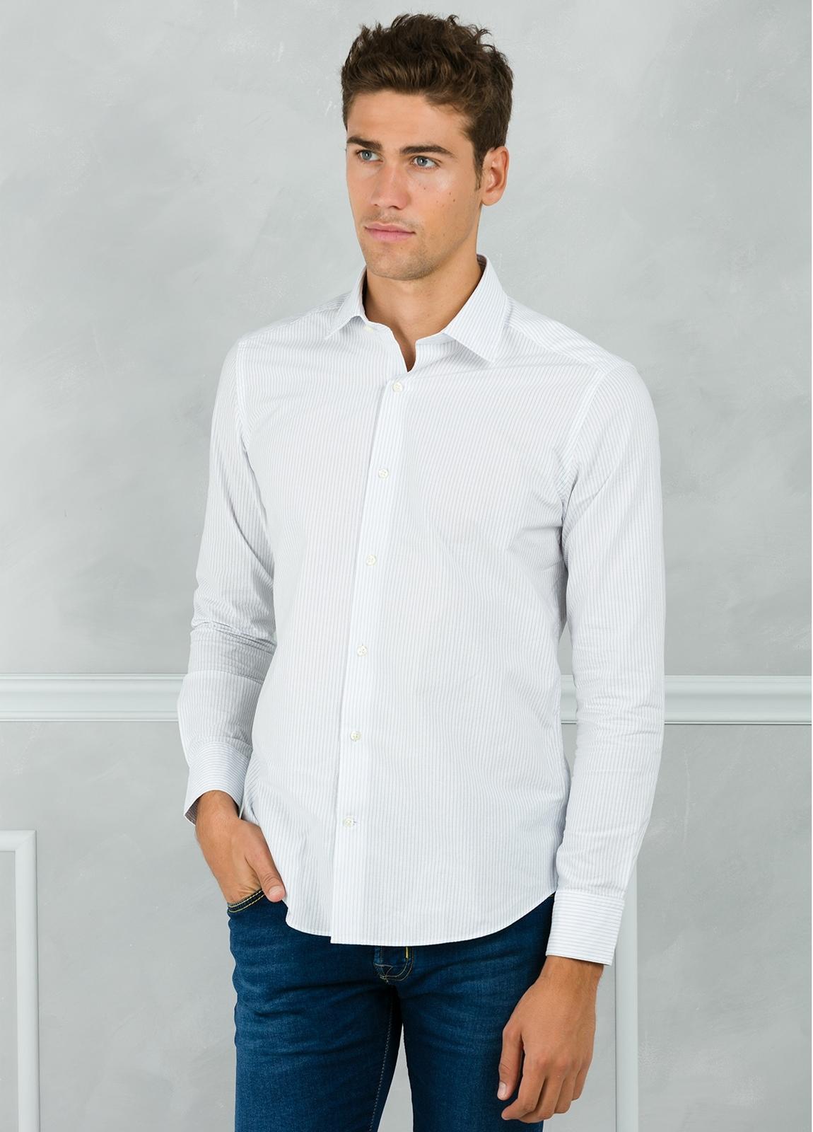 Camisa Leisure Wear SLIM FIT modelo PORTO microraya color blanco. 100% Algodón.