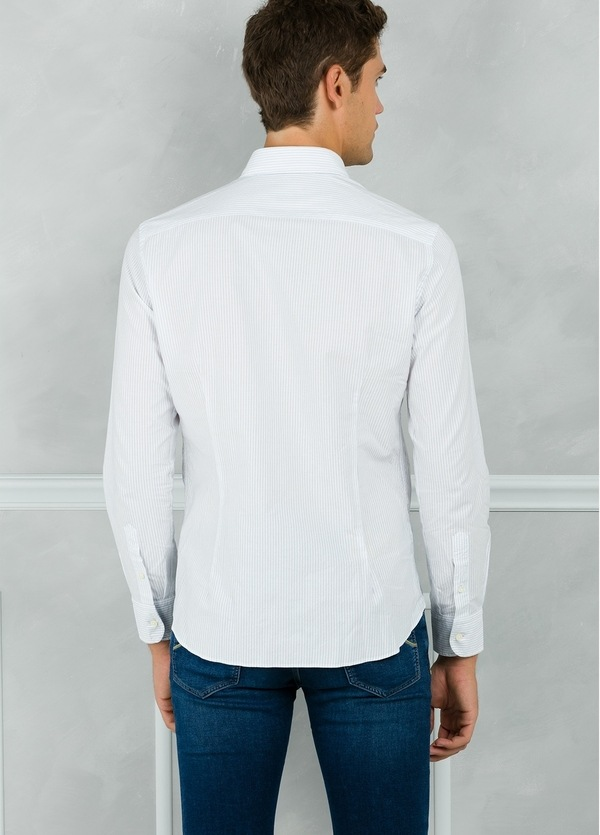 Camisa Leisure Wear SLIM FIT modelo PORTO microraya color blanco. 100% Algodón. - Ítem2