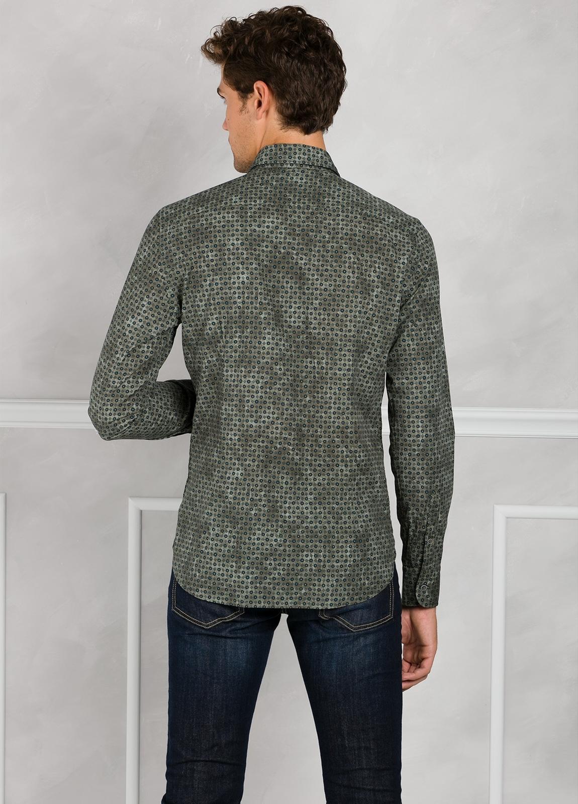 Camisa Leisure Wear SLIM FIT modelo PORTO estampado fantasía color kaki. 100% Algodón. - Ítem3