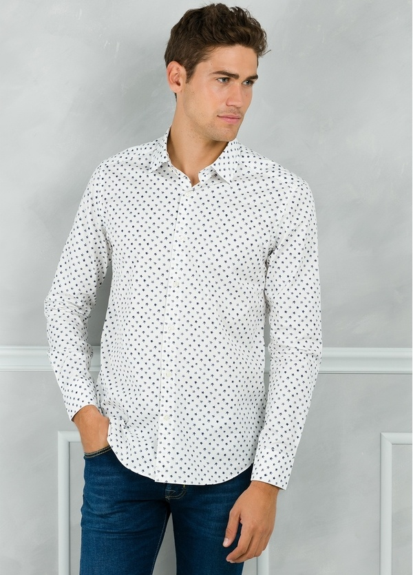 Camisa Leisure Wear SLIM FIT modelo PORTO dibujo estrellas, color blanco. 100% Algodón.