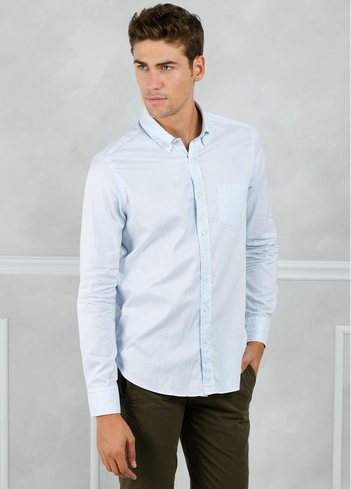 Camisa Leisure Wear REGULAR FIT Modelo BOTTON DOWN color celeste. 100% Algodón.