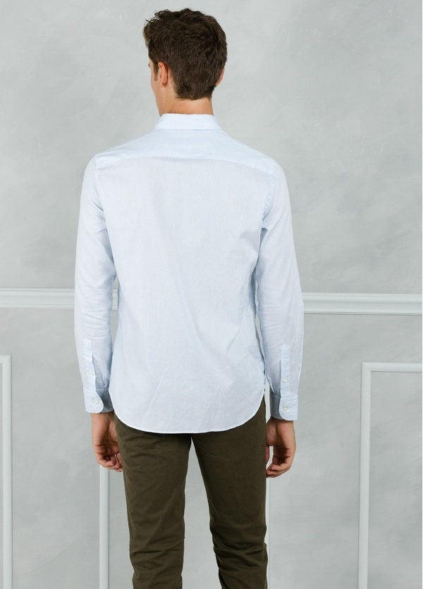 Camisa Leisure Wear REGULAR FIT Modelo BOTTON DOWN color celeste. 100% Algodón. - Ítem1