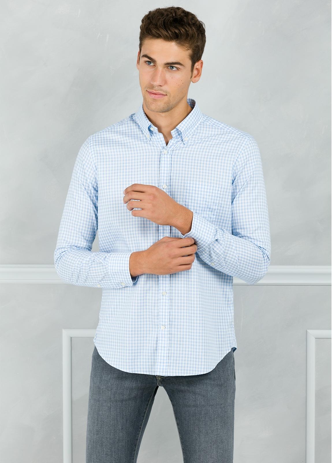 Camisa Leisure Wear REGULAR FIT Modelo BOTTON DOWN cuadro vichy color celeste. 100% Algodón. - Ítem1