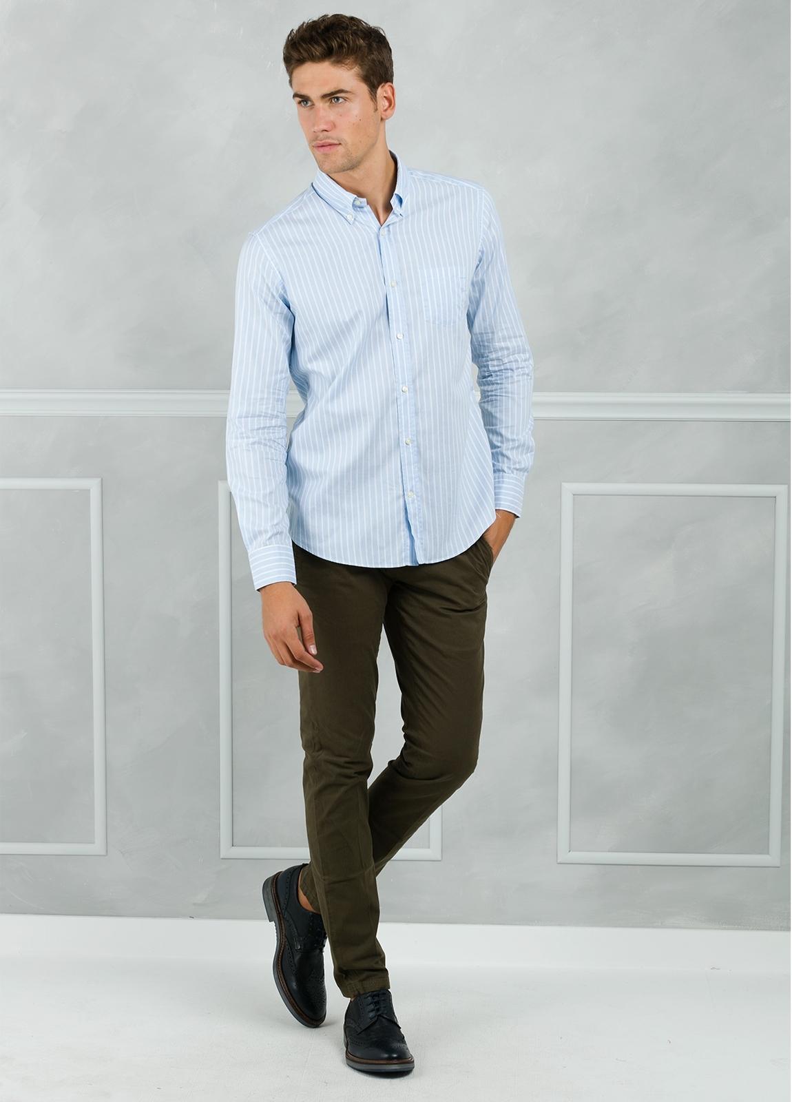 Camisa Leisure Wear REGULAR FIT Modelo BOTTON DOWN de rayas, color celeste. 100% Algodón. - Ítem2