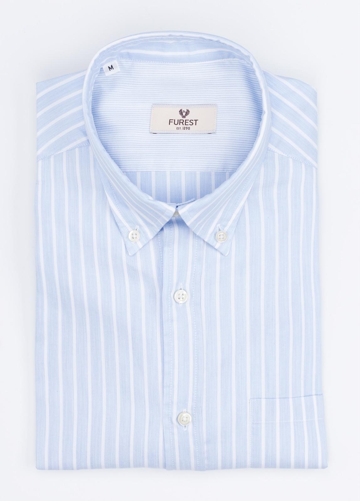Camisa Leisure Wear REGULAR FIT Modelo BOTTON DOWN de rayas, color celeste. 100% Algodón.