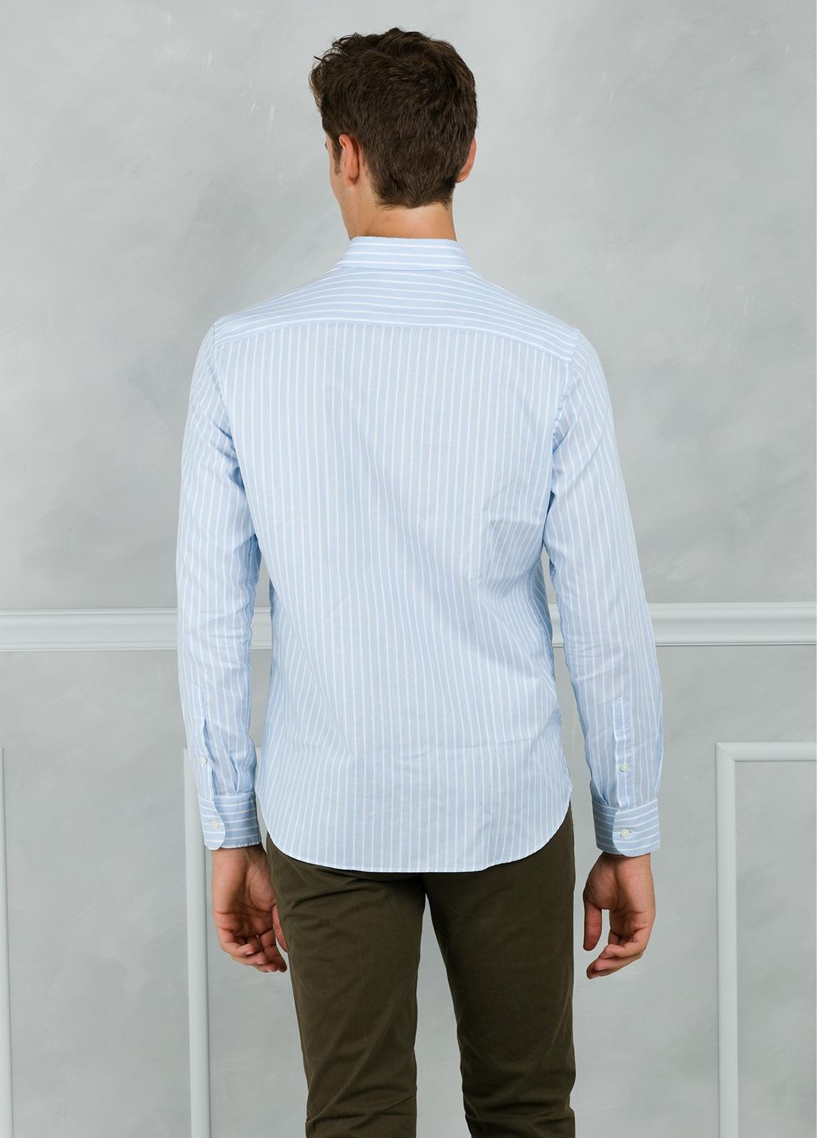 Camisa Leisure Wear REGULAR FIT Modelo BOTTON DOWN de rayas, color celeste. 100% Algodón. - Ítem1