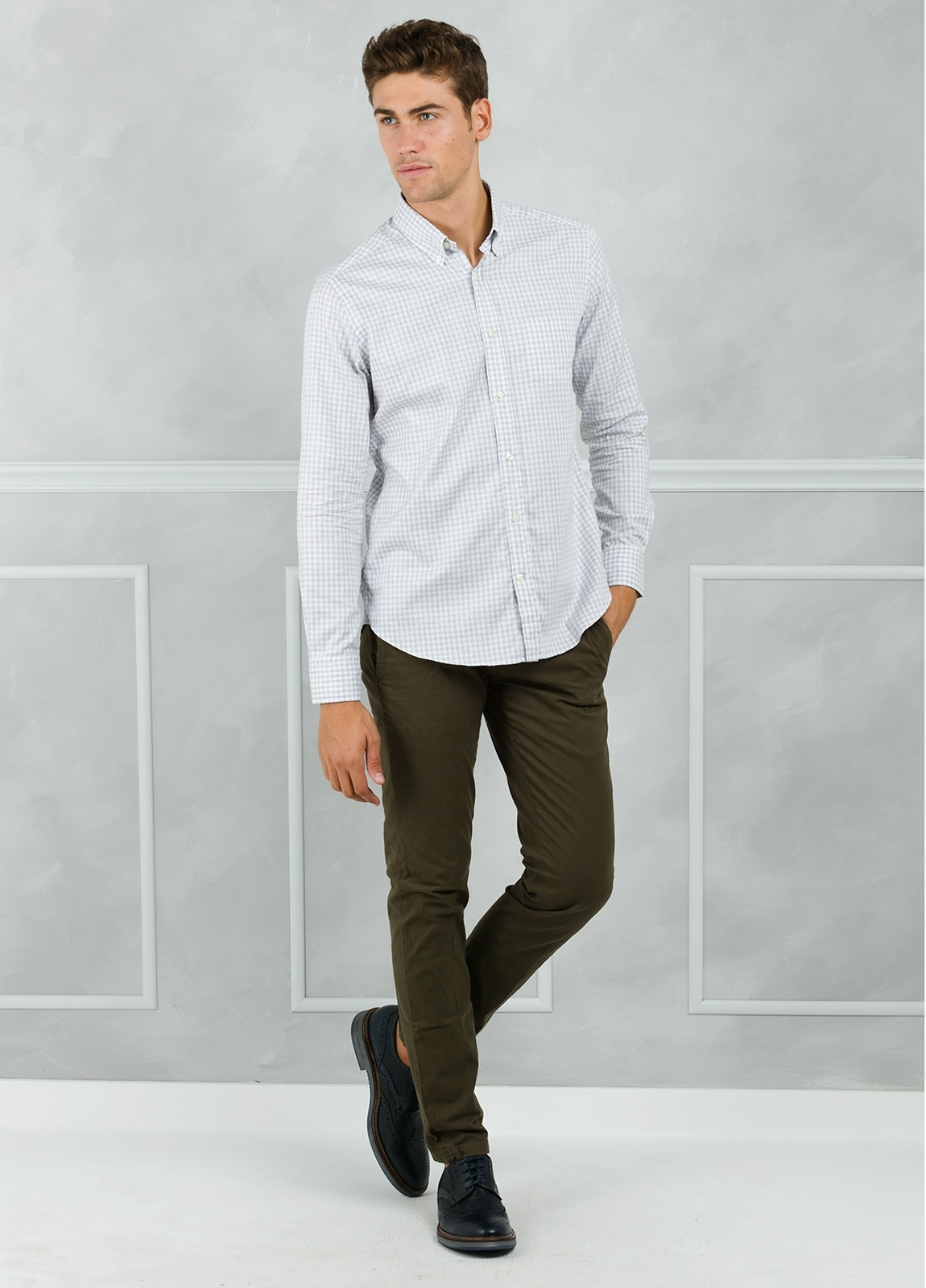 Camisa Leisure Wear REGULAR FIT Modelo BOTTON DOWN con cuadro vichy color gris. 100% Algodón.