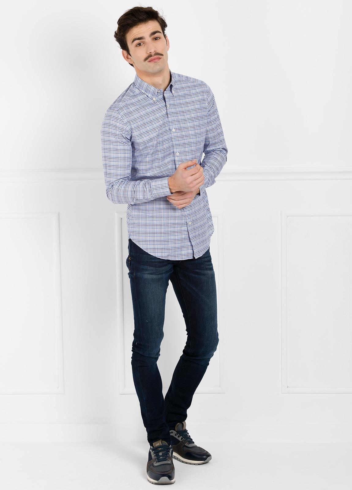 Camisa Leisure Wear REGULAR FIT Modelo BOTTON DOWN cuadros color azul. 100% Algodón.