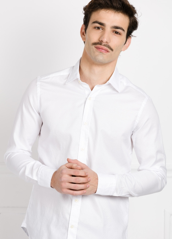 Camisa Leisure Wear SLIM FIT Modelo CAPRI color blanco micrograbado. 100% Algodón.