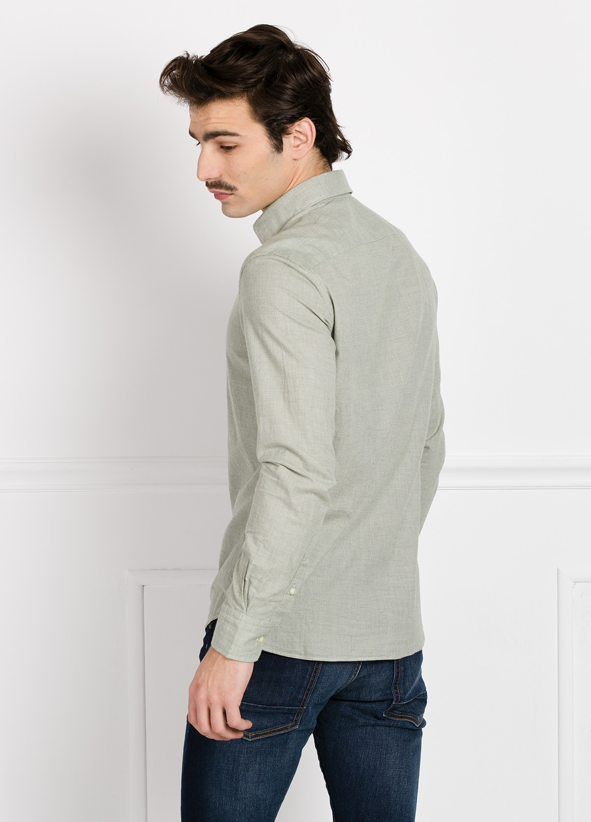 Camisa Leisure Wear REGULAR FIT modelo PORTO dibujo pata de gallo color verde. 100% Algodón. - Ítem1