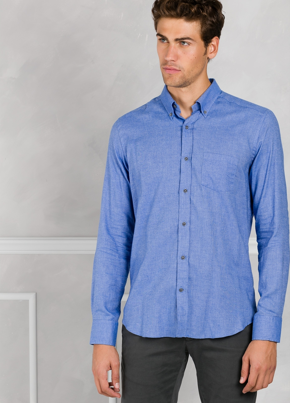 Camisa Leisure Wear REGULAR FIT Modelo BOTTON DOWN color azul. 100% Algodón.