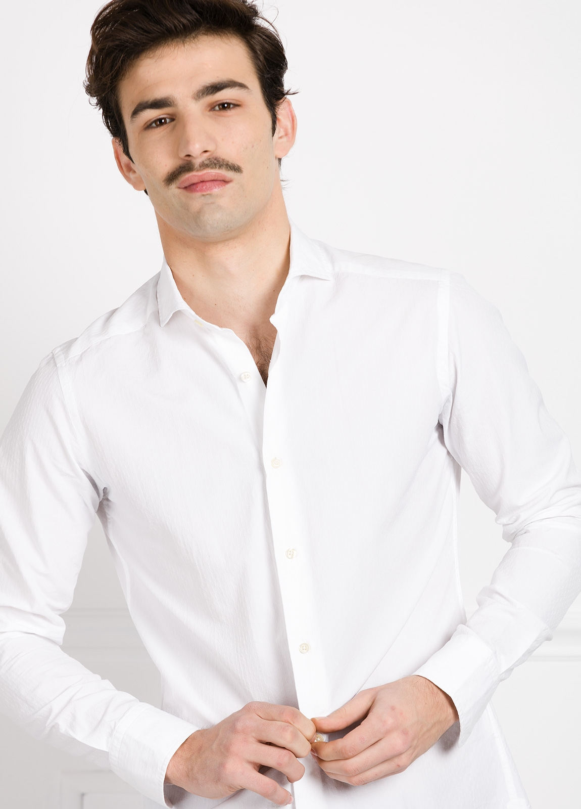 Camisa Leisure Wear SLIM FIT Modelo CAPRI color blanco micrograbado. 100% Algodón. - Ítem2