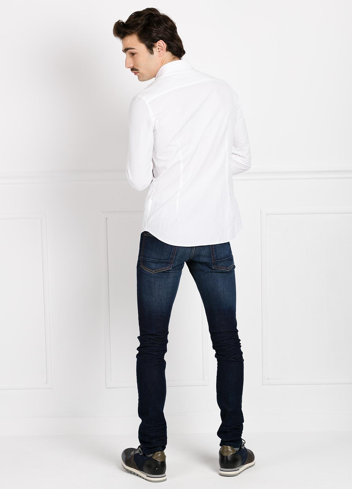 Camisa Leisure Wear SLIM FIT Modelo CAPRI color blanco micrograbado. 100% Algodón. - Ítem1