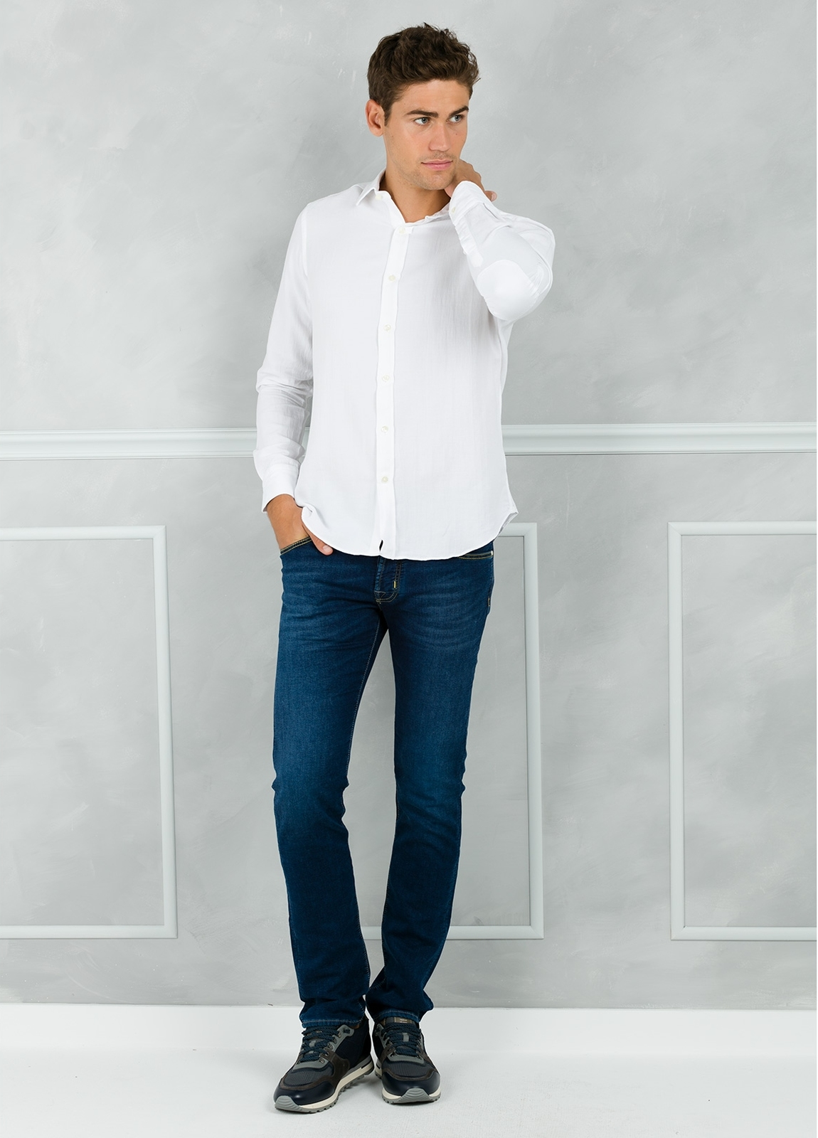 Camisa Leisure Wear REGULAR FIT modelo PORTO color blanco. 100% Algodón.