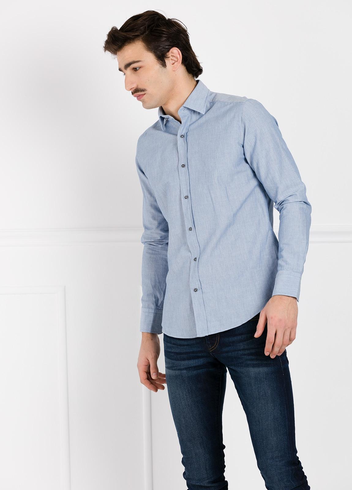 Camisa Leisure Wear SLIM FIT modelo PORTO diseño liso color azul. 100% Algodón.