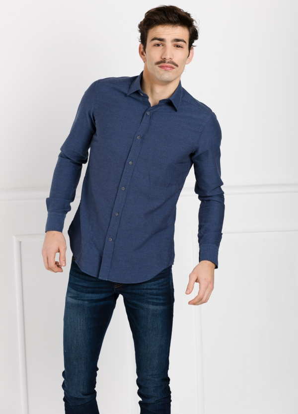 Camisa Leisure Wear SLIM FIT modelo PORTO diseño liso color azul marino. 100% Algodón.