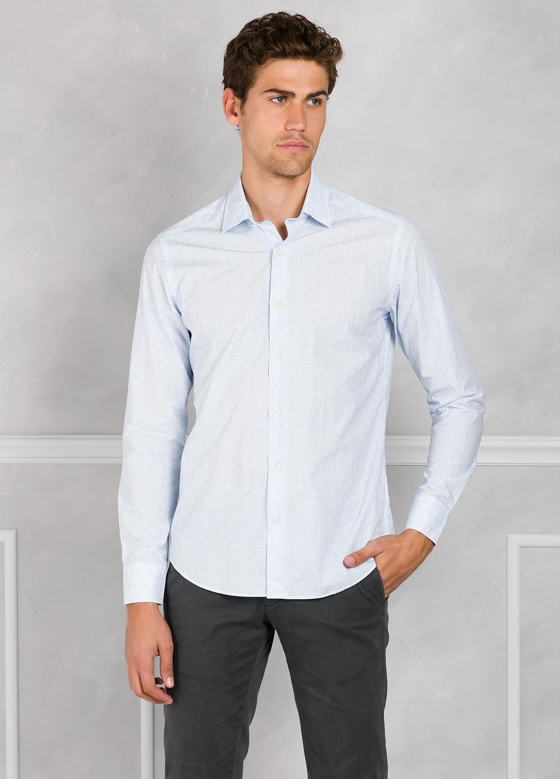 Camisa Leisure Wear SLIM FIT modelo PORTO micro dibujo color celeste. 100% Algodón.