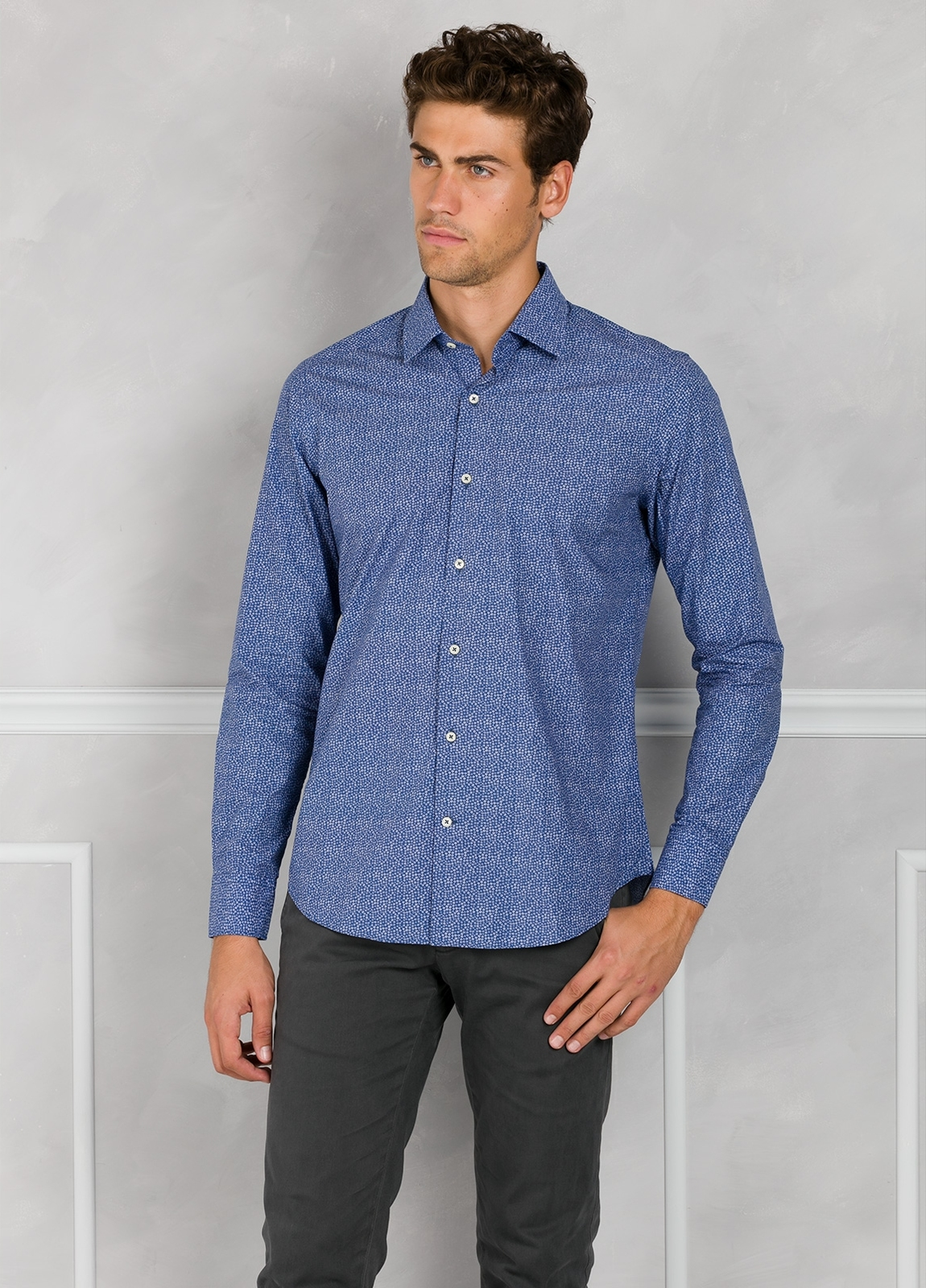 Camisa Leisure Wear SLIM FIT modelo PORTO micro dibujo color azul. 100% Algodón.