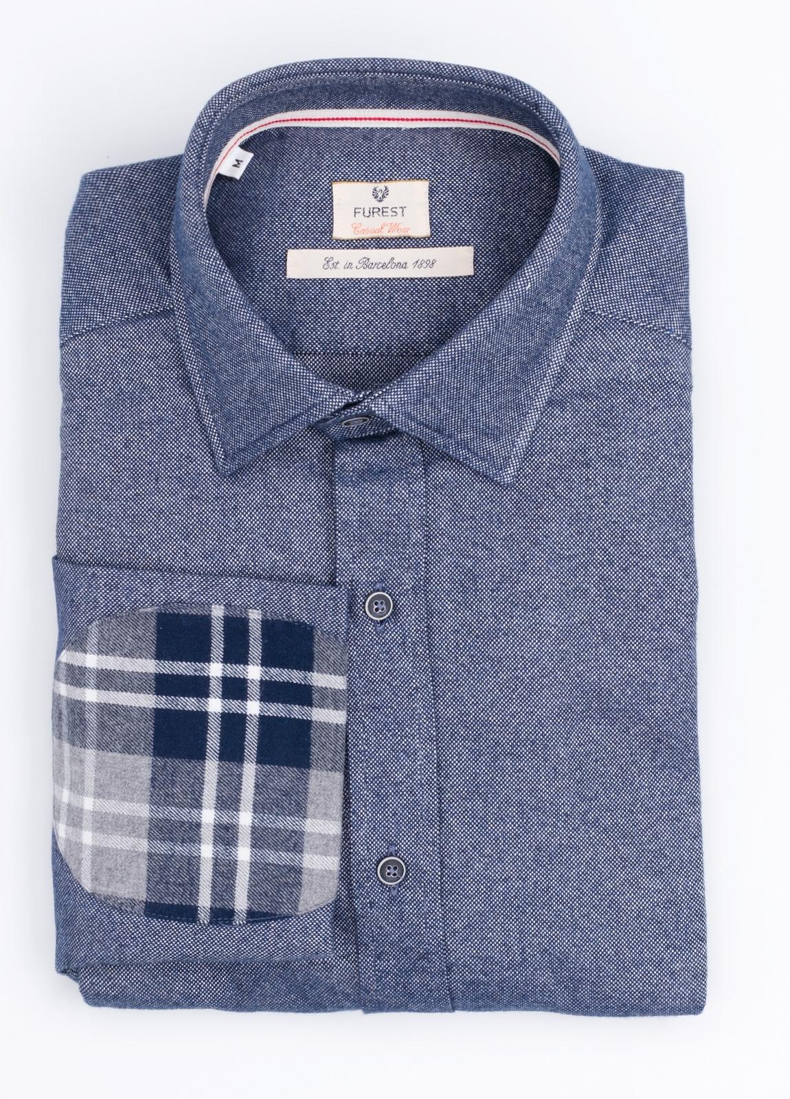 Camisa Casual Wear SLIM FIT Modelo PORTO, oxford color azul marino con coderas en contraste. 100% Algodón.