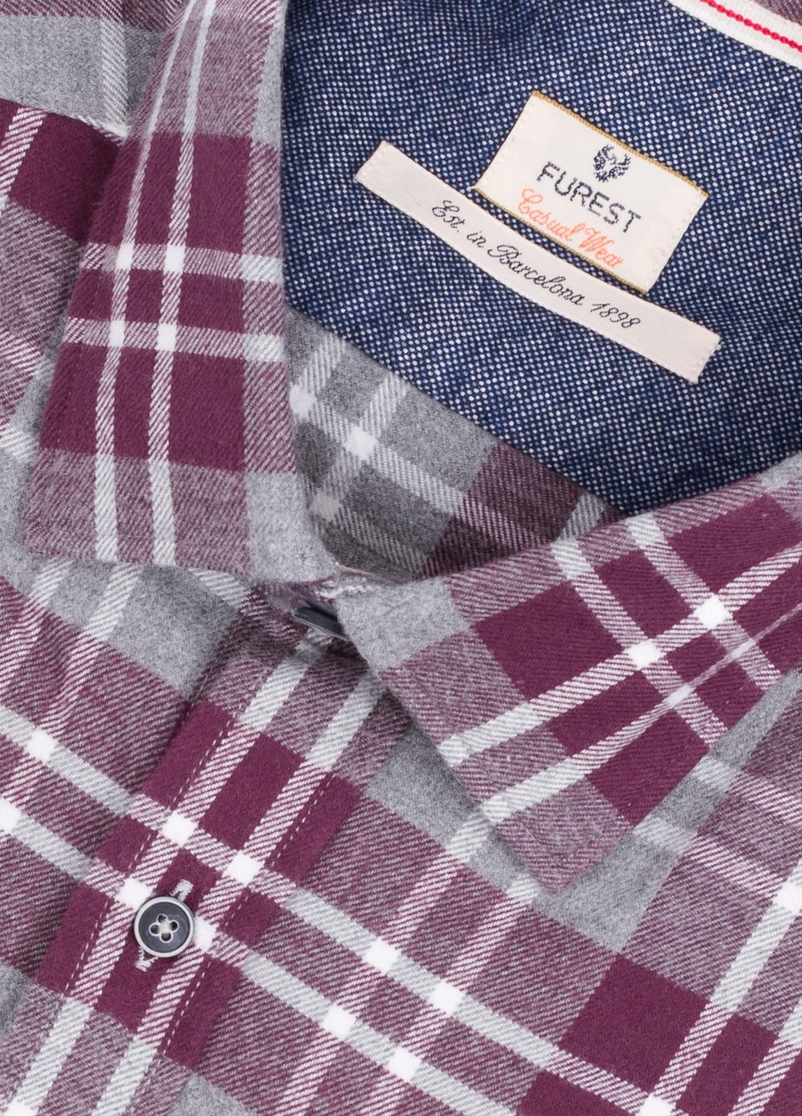 Camisa Casual Wear SLIM FIT Modelo PORTO maxi cuadros color granate con bolsillo en pecho. 100% Algodón. - Ítem1