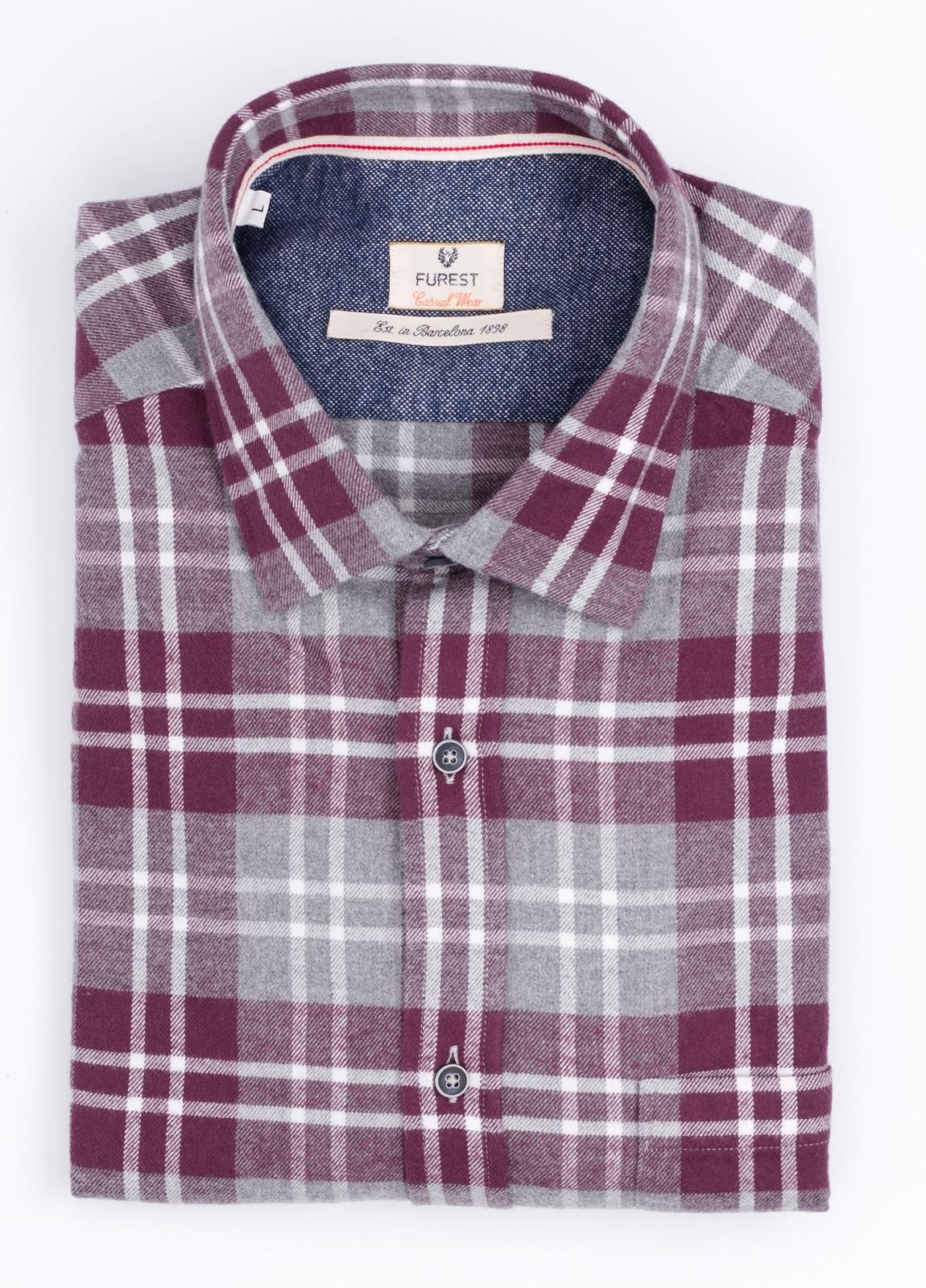 Camisa Casual Wear SLIM FIT Modelo PORTO maxi cuadros color granate con bolsillo en pecho. 100% Algodón.