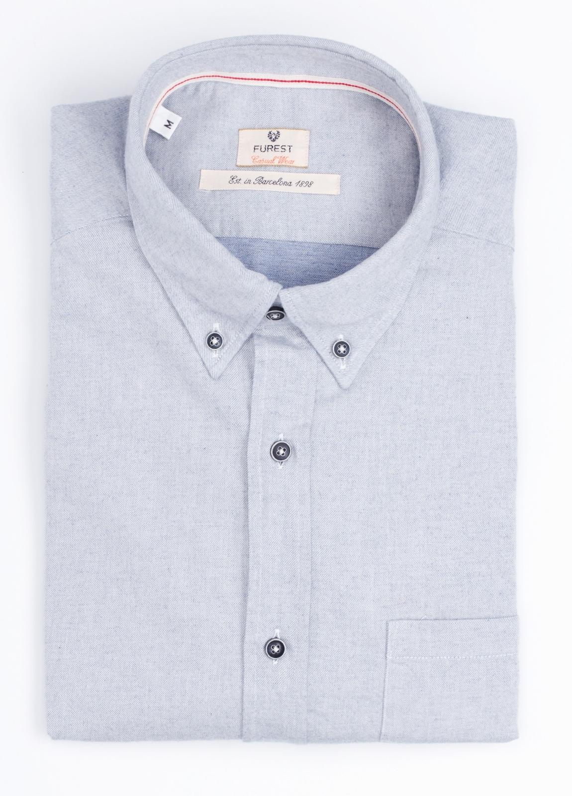 Camisa Casual Wear SLIM FIT Modelo BOTTON DOWN textura color gris con bolsillo en pecho. 100% Algodón.