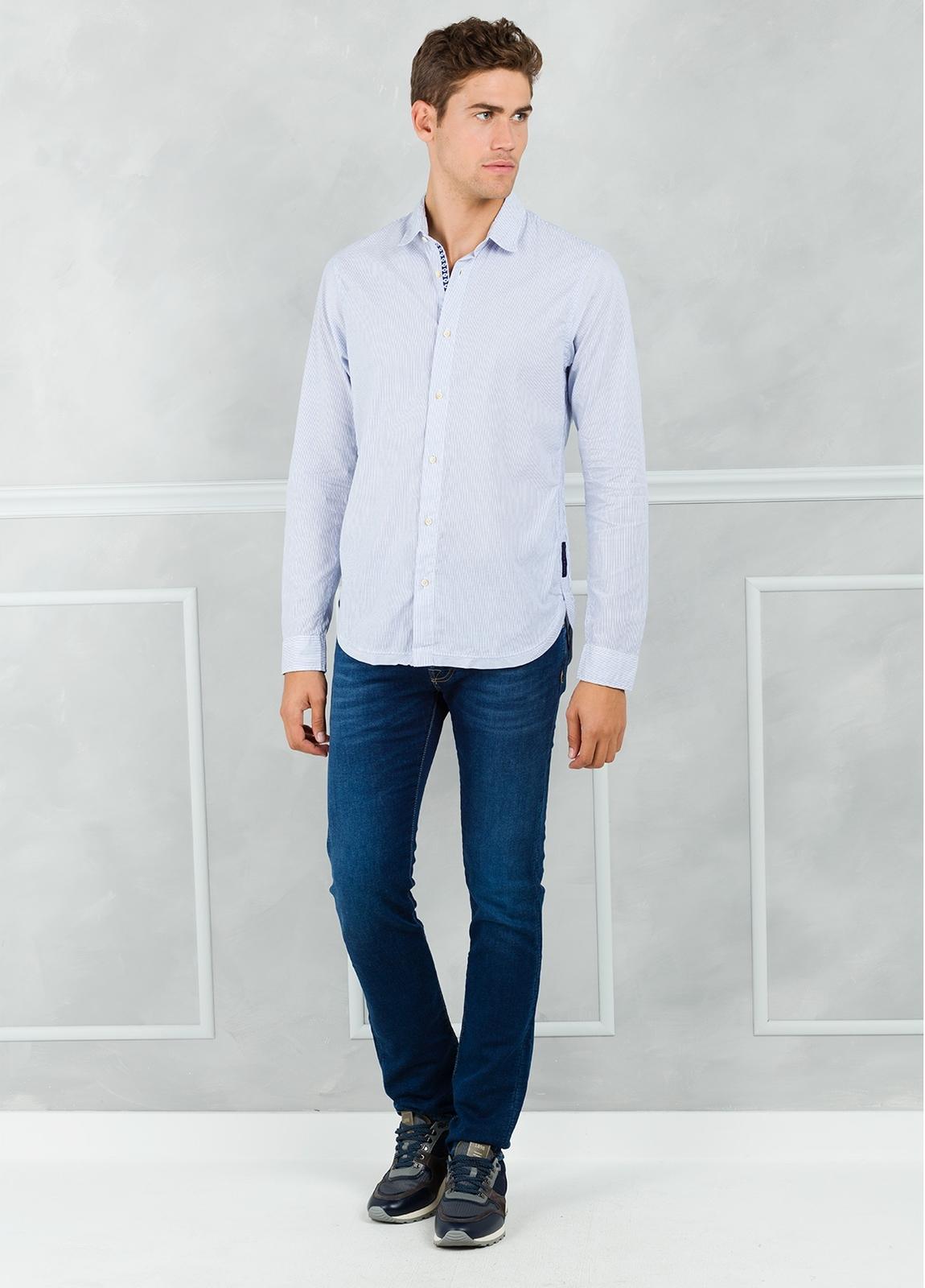Camisa slim fit con dibujo de microrayas, color celeste. 100% Algodón. - Ítem3