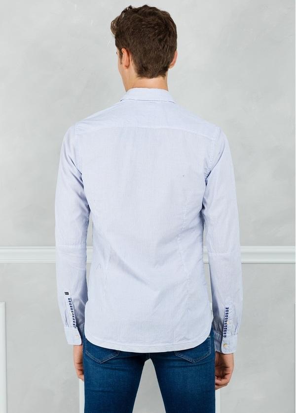 Camisa slim fit con dibujo de microrayas, color celeste. 100% Algodón. - Ítem2