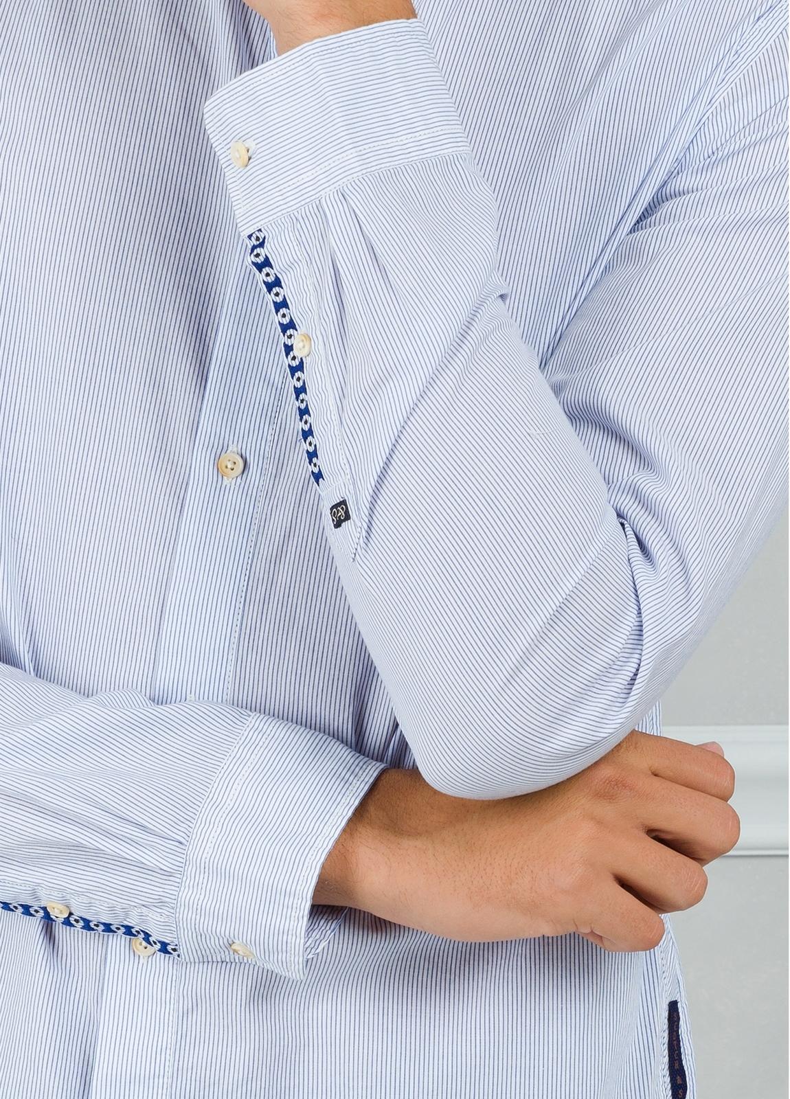 Camisa slim fit con dibujo de microrayas, color celeste. 100% Algodón. - Ítem1