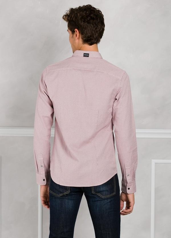Camisa slim fit con diseño estructurado color rojo. 100% Algodón. - Ítem1