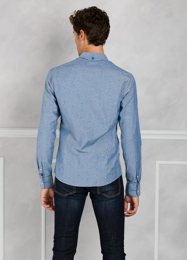 Camisa slim fit de tejido oxford color azul. 100% Algodón. - Ítem1