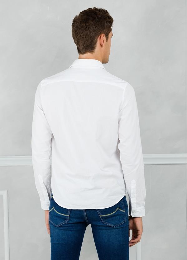 Camisa sport modelo PATCH con dibujo patchwork frontal, color blanco. 100% Algodón lavado. - Ítem2