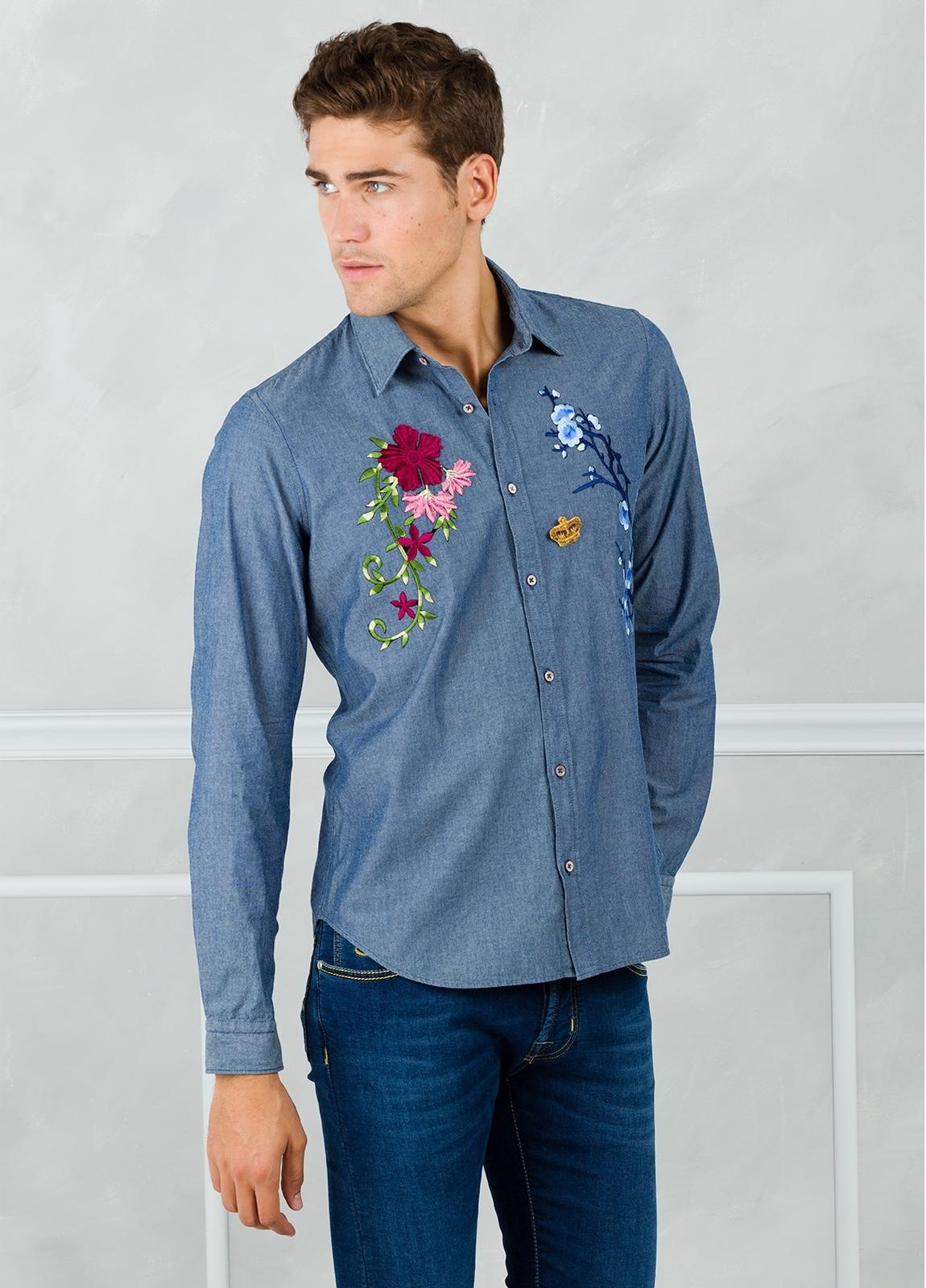 Camisa sport modelo PATCH con bordado en pecho, color azul. 100% Algodón lavado. - Ítem1