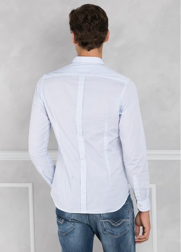 Camisa sport SLIM FIT microestampado color celeste con pliegue en espalda y bolsillo. 100% algodón. - Ítem1
