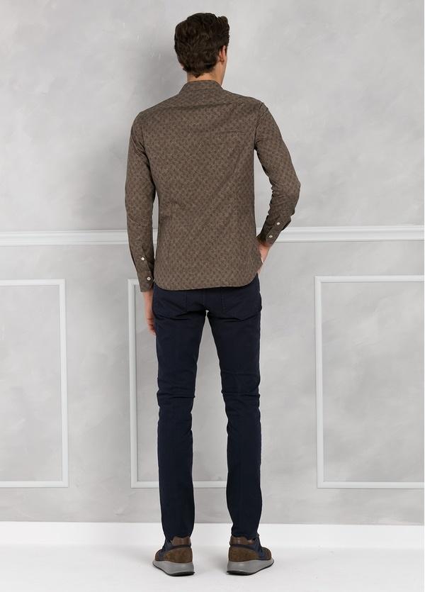 Camisa sport SLIM FIT con estampado floral color marrón. 100% Algodón. - Ítem2