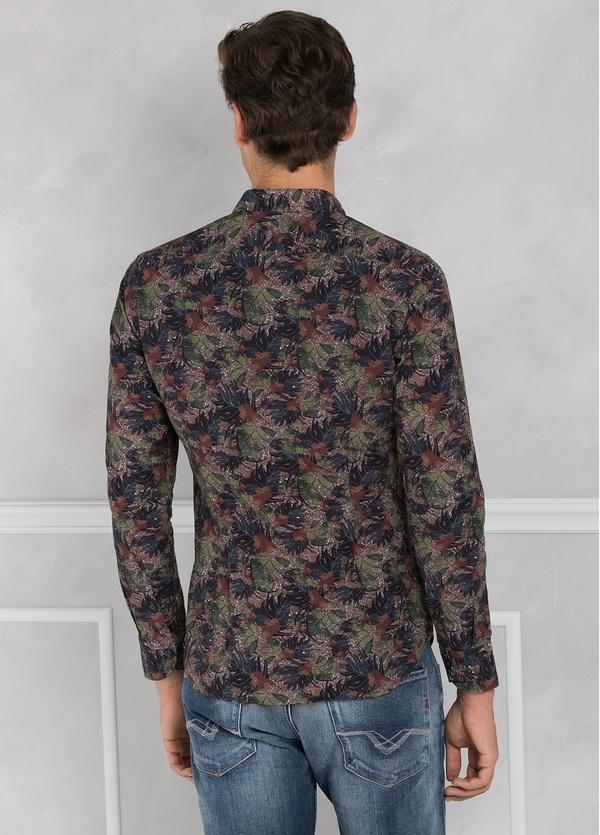 Camisa sport SLIM FIT con estampado de hojas color marrón. 100% Algodón. 100% Algodón. - Ítem2