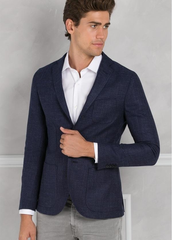 Americana textura ligeramente slim fit color azul, 70% Algodón 30% Lana. - Ítem2