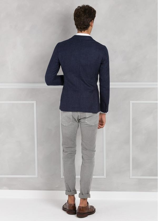 Americana textura ligeramente slim fit color azul, 70% Algodón 30% Lana. - Ítem1