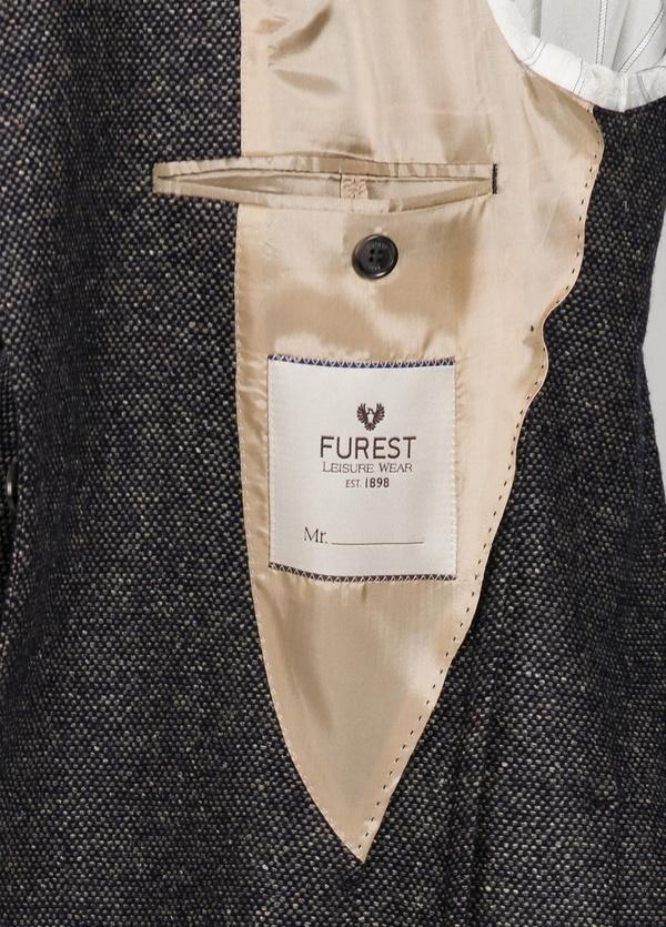 Americana textura ligeramente slim fit color gris. 75% Lana 22% Seda 3% Cashmere. - Ítem1