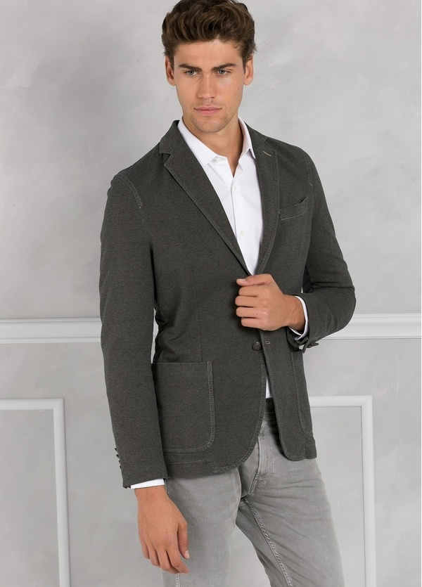 Americana soft 2 botones SLIM FIT color marrón. Doble felpa.